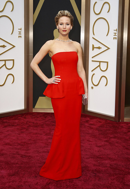 441098-oscars-2014-red-carpet-moments-jennifer-lawrence