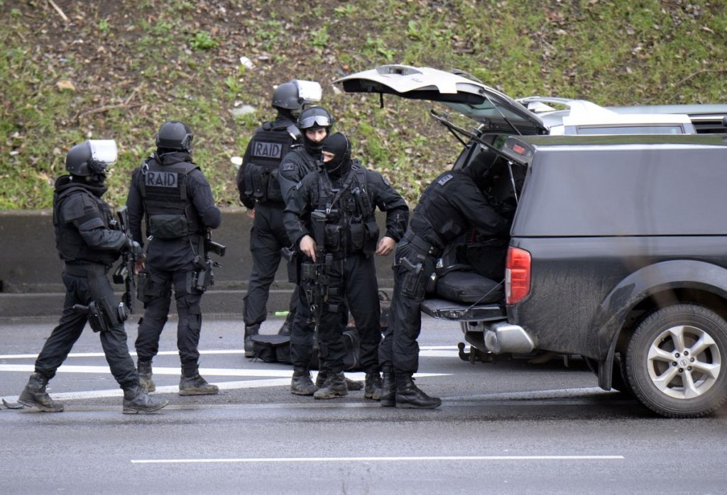 血洗《查理周刊》槍手被警方擊斃 ,另槍手闖雜貨店