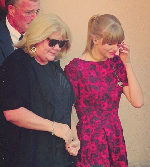 taylor-swift-mom-caner