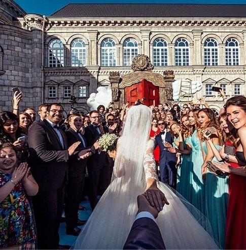 follow-me-to-wedding
