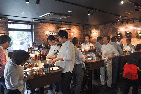 Ikinari_Steak_People_Eating_Steak__7_.0