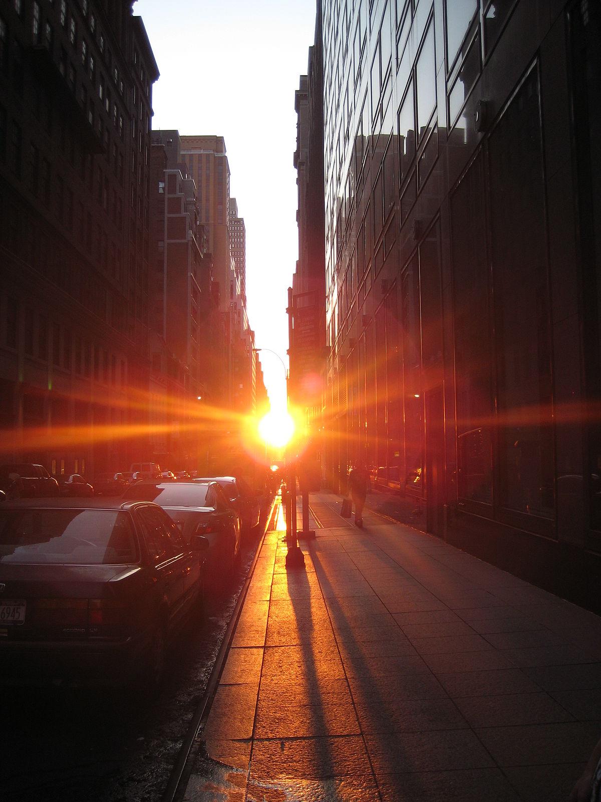 1200px-Manhattanhenge_42_st
